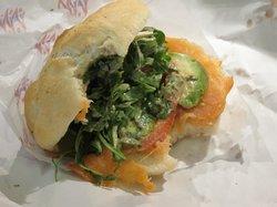 Vandkunsten sandwich og salat
