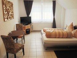 Doppelzimmer Nauheimer Gästehaus