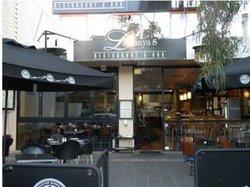 La Zanyas Restaurant & Bar