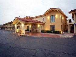 Baymont Inn & Suites Grand Prairie