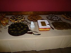 Desert table to help yourself
