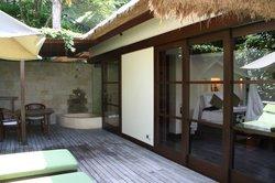 Ducha exterior y terraza