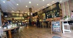 Urban Cafe - Bar - Kitchen