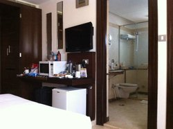 Clearn rooms, spacious rooms, marble throughout