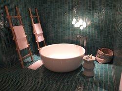 bathroom bath tub in Phang Nga Pool suite