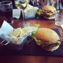 Parisian Pub