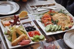Aruna Restaurant & Cafe