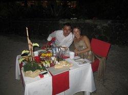 cena romantica in spiggia sopo il matrimonio
