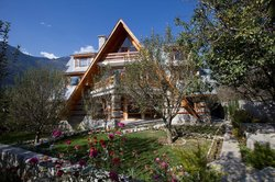 Aamod Orchard House Manali