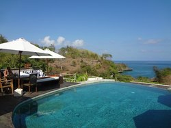 view out of pool to cliffs