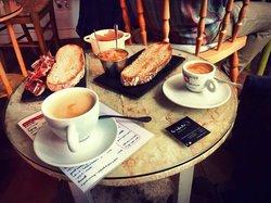 La Infinito Cafe-Libros-Arte
