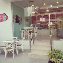 Retro Mama Cakery & Cafe