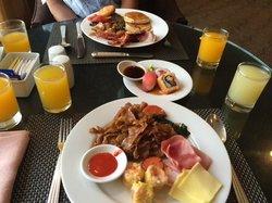 Breakfast buffet.. yummy!!