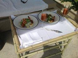 Обед у бассейна, салат Цезарь ��