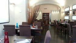 La sala da pranzo ben arredata e ben dislocata