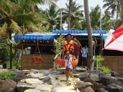 summer lov beach house. great food. fun kayak . good coffee. great swimming.