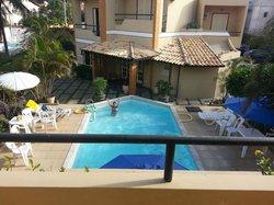 Vista da piscina de cima da varanda