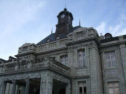 正面中央にそびえる時計塔も整備されて現役です