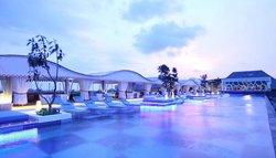 巴厘岛TS套房别墅酒店