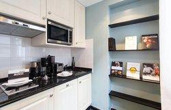Executive Suite - Kitchen