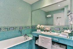 Two Bedroom Deluxe Suite - Bathroom