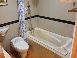 Bath tub, clean and good