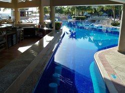 swim up bar early in the morning