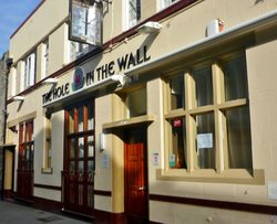 Hole In The Wall Inn