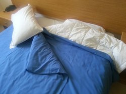 'double bed' with bedsheets too short even for a single duvet