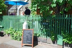 Albin Upp Gallery & Art Cafe