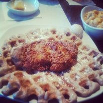 Dames Chicken & Waffles