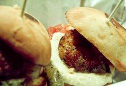 Mini Hamburguesa de gambas con Hummus