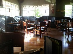 Monashee's Bar & Grill