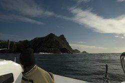 Navegando entre la isla de San Martiño y la isla de Rodas (Archipiélago de Cíes)