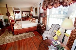 1907 Bragdon House Bed & Breakfast