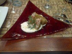 Involtini di pesce con salsa di vino e olio d'oliva, un po' piccante