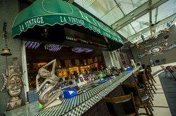 La Vintage Bar & Grill