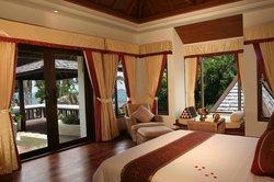 Royal Suites Sea View