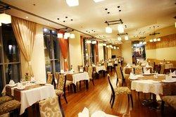 Raouche Lebanese Restaurant