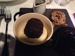 Braised ox cheek with horse radish creamed potato, onion rings and jus