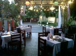 Laroz Cafe & Karaoke