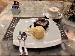 Petite Audrey Cafe & Bistro