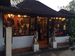 Dinata antique shop