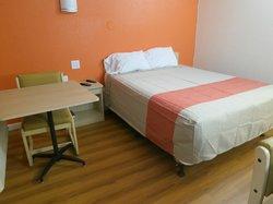 Bakersfield Motel 6 - seems like new!