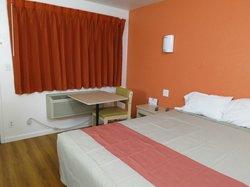Bakersfield Motel 6 - crisp curtains, reasonable desk