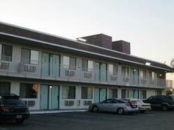 Bakersfield Motel 6 - outside of building