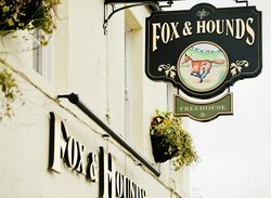 ‪The Fox and Hounds‬