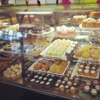 Lizzy's Cupcakery & Candies