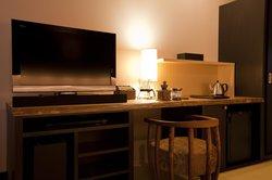 スタンダードツイン客室内の様子 コーヒーミルやサウンドシステムなど充実の設備