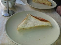 Breves Cafe Bar